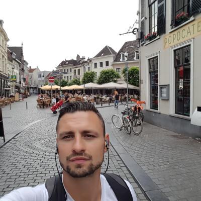 Lukasz zoekt een Kamer / Appartement / Huurwoning in Breda